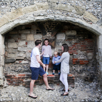 D, A, B and R - Springtime Family Session at Bishops Waltham Palace